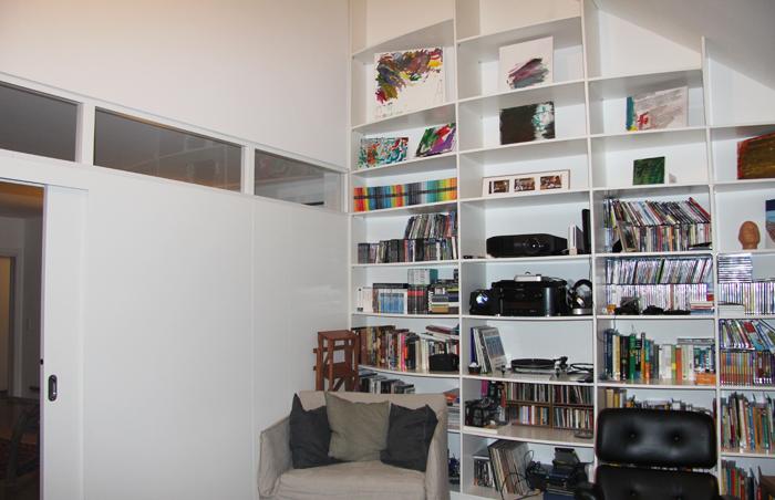 Dachschr ge wohnzimmer b cherregal bestes for Wohnzimmer konfigurieren